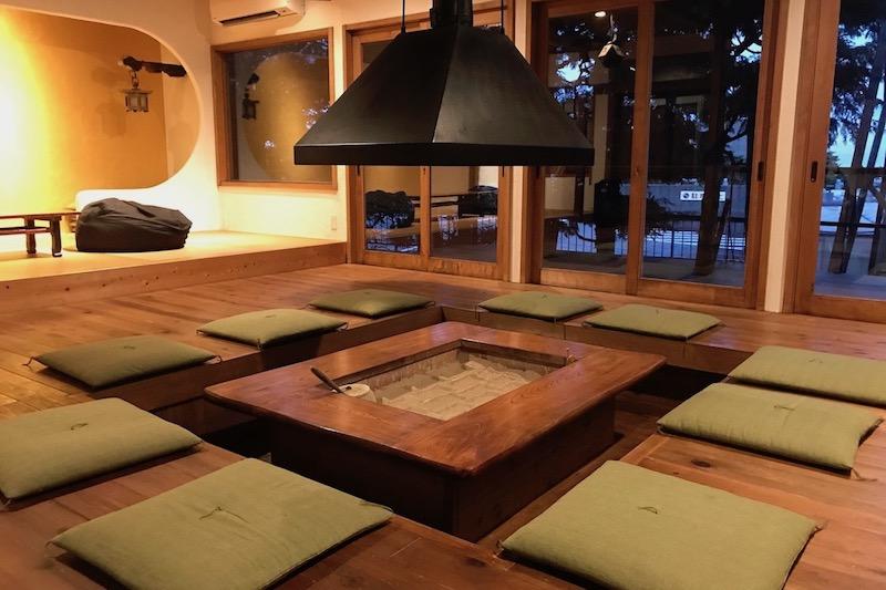 囲炉裏という体験が旅行者同士の交流を生むきっかけになる宿 「IRORI GUESTHOUSE TENMAKU 天幕」