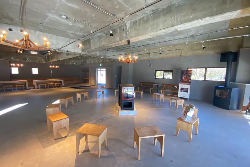 自然や焚火を取り入れた新しいスタイルの研修やイベントができるミーティング施設「TAKIVIVA」